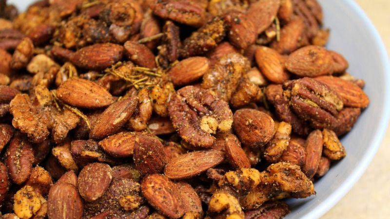 طريقة عمل مكسرات باكستانية حارة Recipe Walnut Recipes Spicy Roasted Spiced Almonds