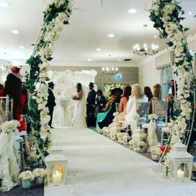 Our giant white paper flower wall @magaligorre wedding vows renewal on @realhousewivesofcheshire last year - stunning bride and groom and family 🌷💋🌷💋 #cheshireflowerwallhire #londonflowerwallhire #flowerwallhire #flowers #flowerwallhire