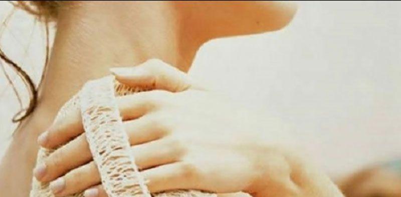 تعتبر ليفة الاستحمام من الأشياء التي لا غنى عن وجودها في حمام منازلنا لقدرتها على تنظيف الجسم من الأتربة المعلقة عليه وت Engagement Engagement Rings Remedies