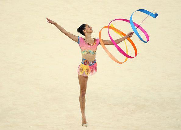 Goggle-V does rhythmic gymnastics