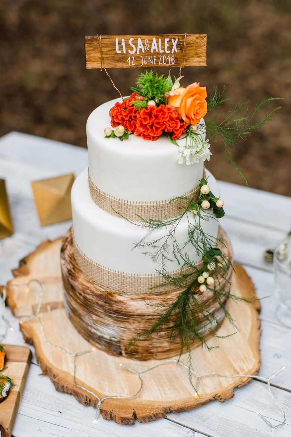 Into The Wood Moderne Waldhochzeit In Orange Gold Wedding Cakes
