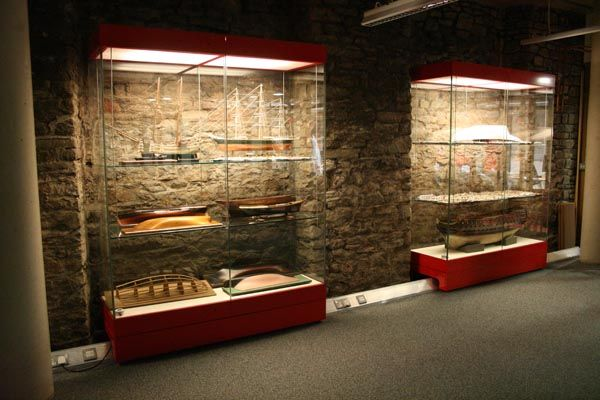 Exhibition Displays Bristol : Museum display cases from britannia storage systems ss