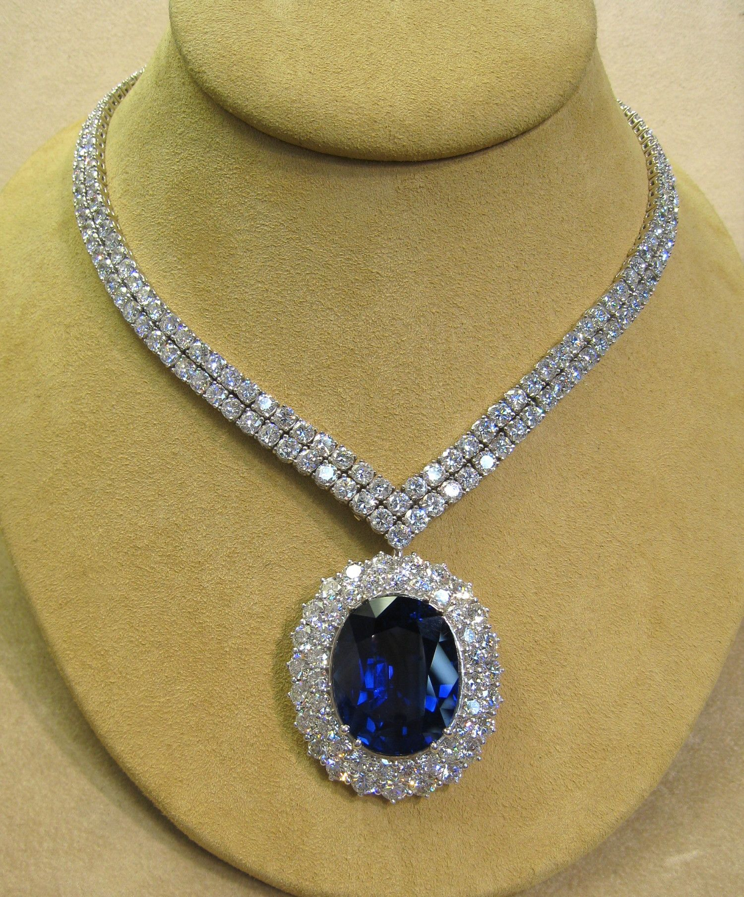 Sapphire and diamond necklace Embracing Fantasy