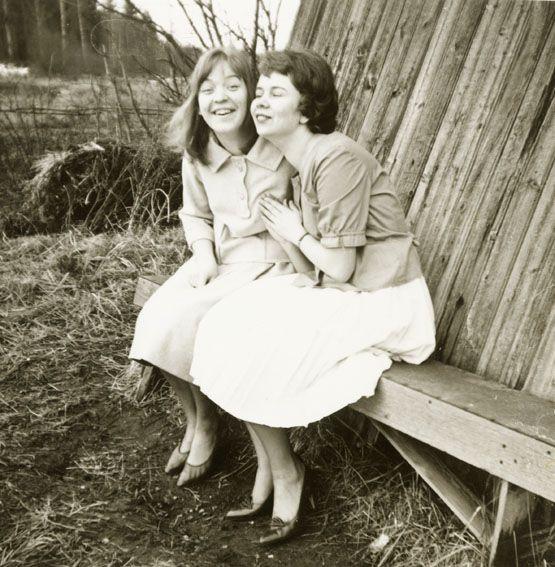 Sisters Ester Ryöppy and Lyydia Junnola in 1950´s (Ritva Häyry).
