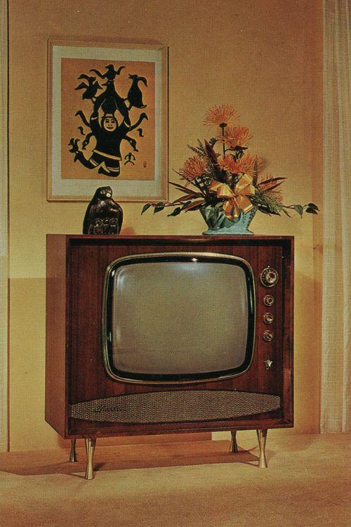 1960 TV,opstaan voor aan en uitzetten'opstaan voor zender zoeken,geluid luider en zachter zetten.