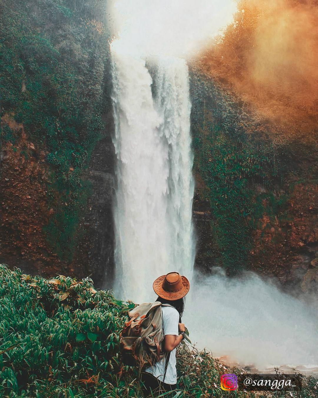Salah Satu Tempat Terindah Yang Ada Di Garut Wajib Kamu Kunjungi Jika Kamu Mengaku Penikmat Keindahan Serta Anak Hits Waterfall Natural Landmarks Travel