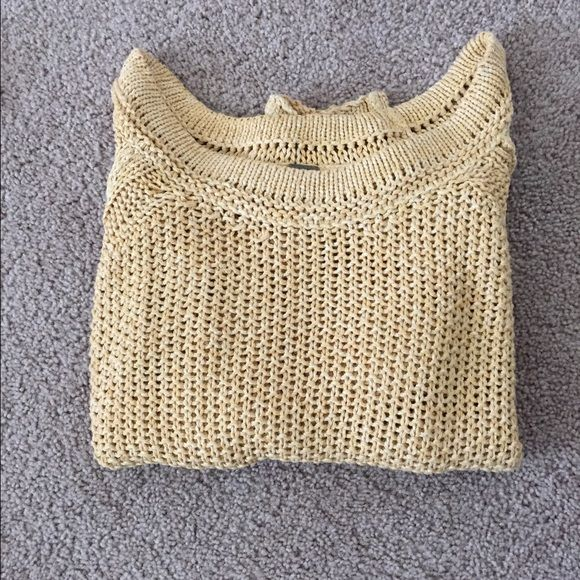 Free People Knit Sweater NWOT Free People knit sweater NWOT.  Slightly high low hem and scoop neck line, this sweater is perfect on its own or layered over a top! Free People Sweaters