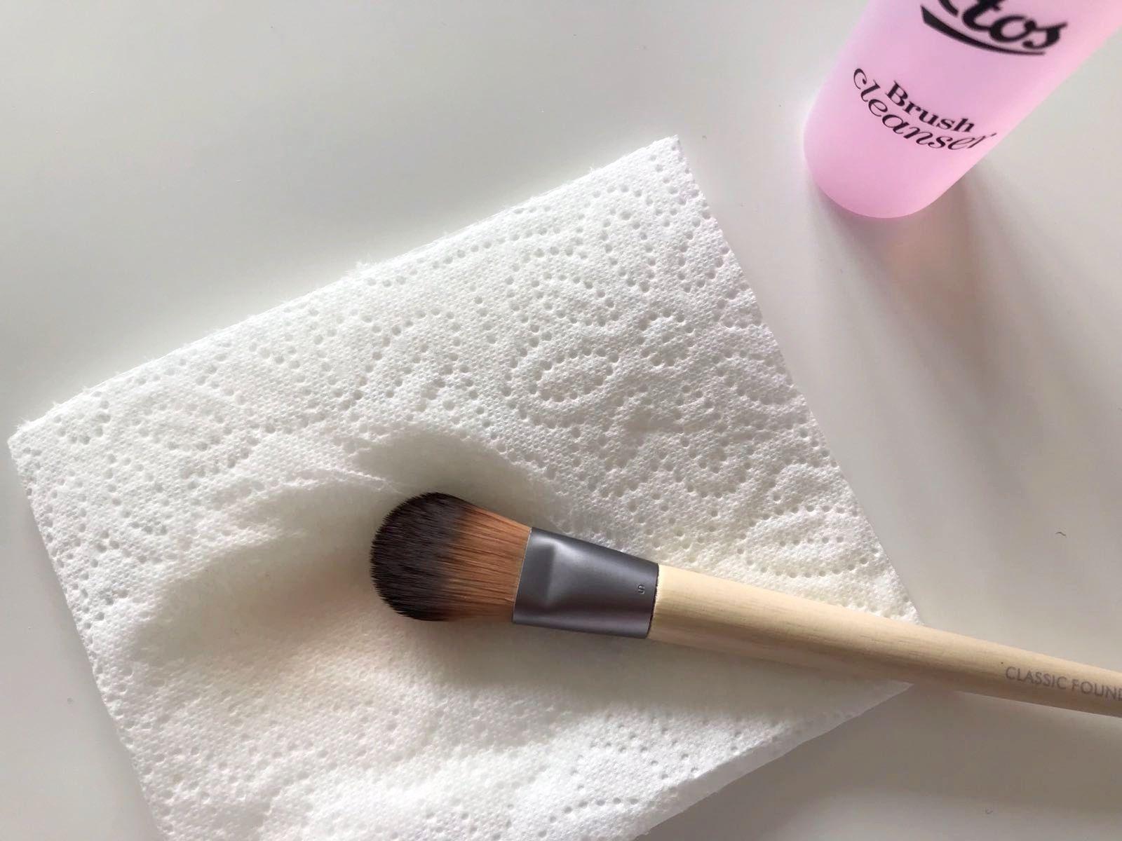 Pin van Merel Velghe op Make up kwasten Make up kwasten
