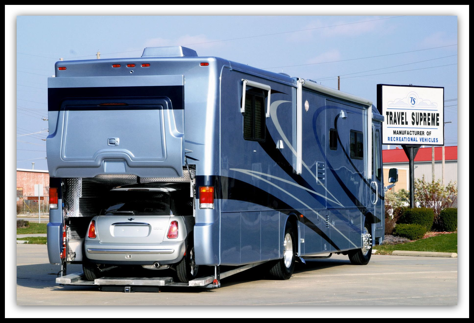 Spartan travel supreme me a revolutionary mid engined rv for Class a rv with car garage