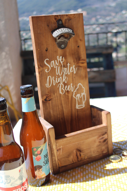 Beer o /'clock mural ouvre-bouteille sur en bois de pin plaque avec Cap Catcher