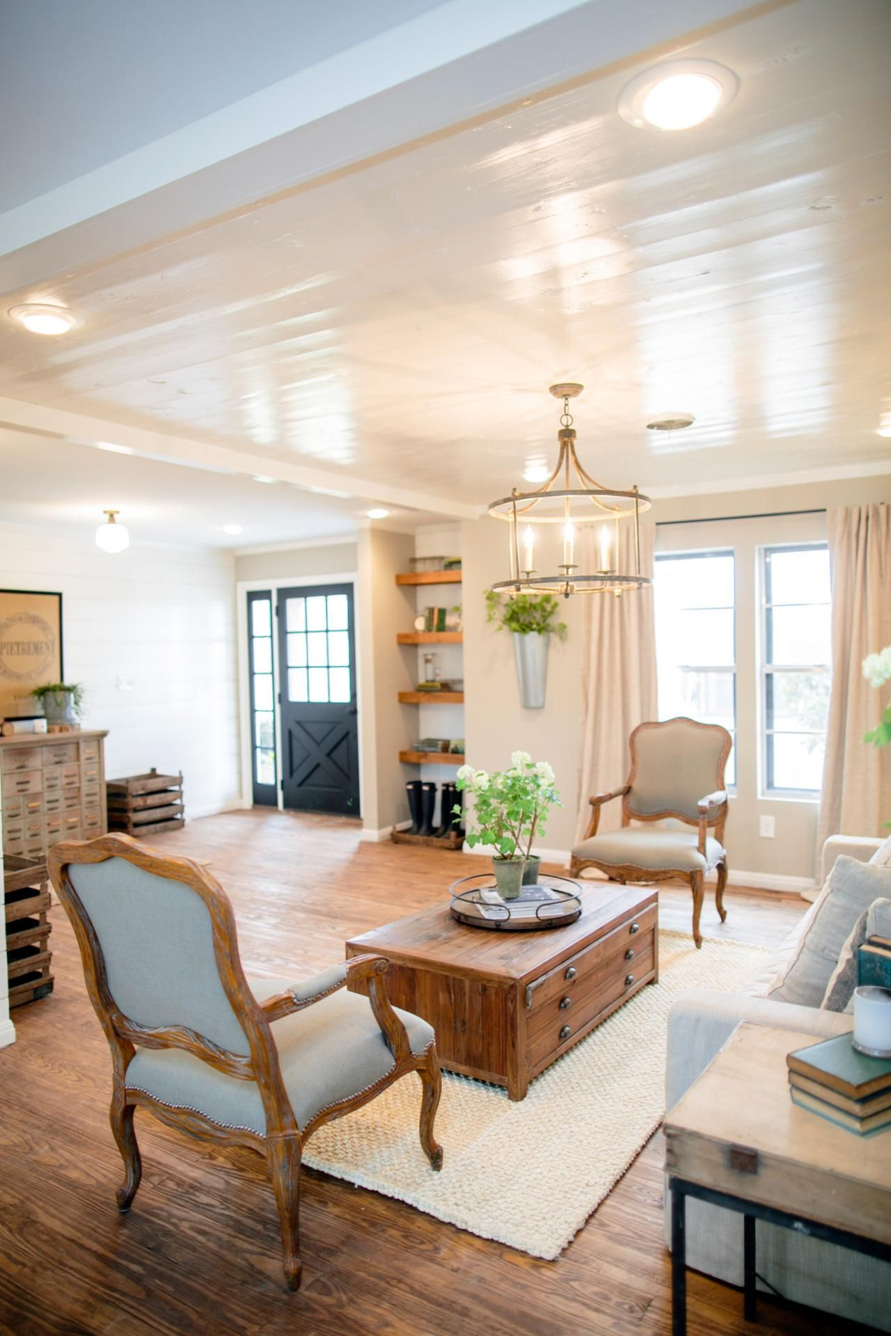 Decorating with shiplap ideas from hgtv 39 s fixer upper for Images of rooms with shiplap