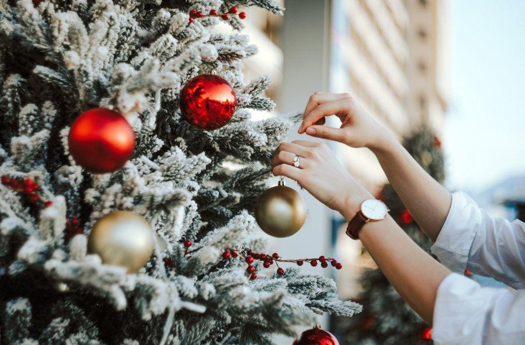 How To Keep Your Christmas Tree Looking Alive For Longer Christmas Ornaments Diy Christmas Tree Christmas Fun
