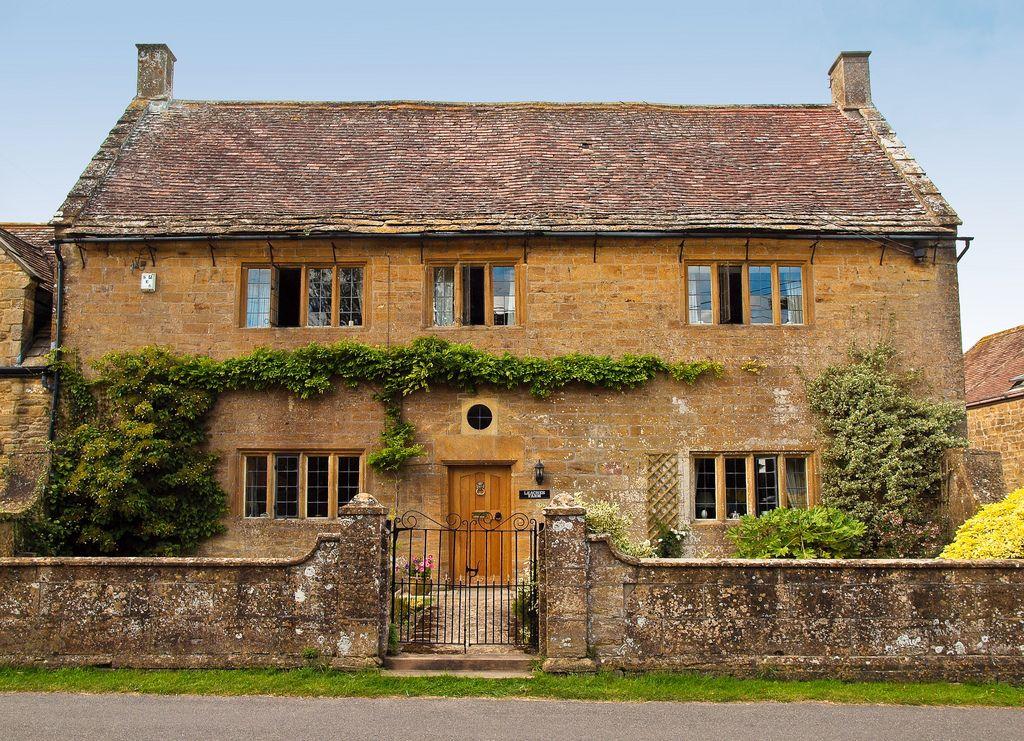 17th Century Farmhouse In Tintinhull Somerset Farmhouse Exterior Apartments Exterior Farmhouse Style House Plans
