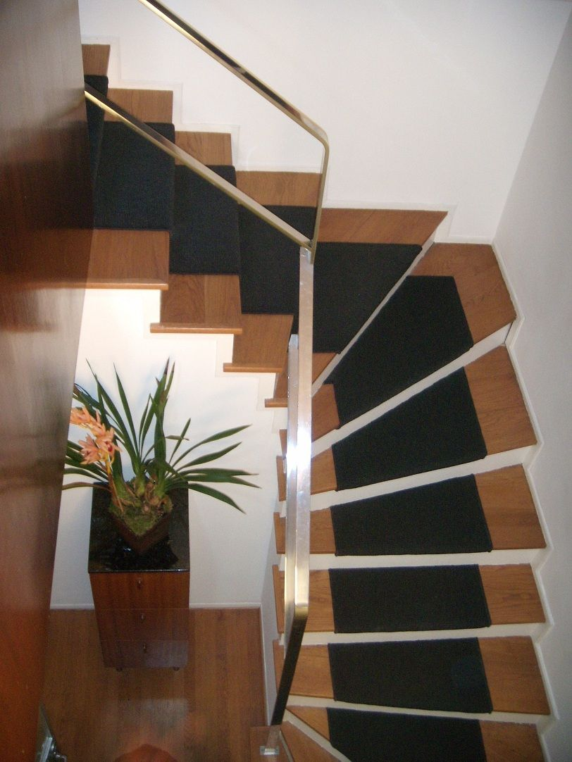 Best Varnished Interior Design For Duplex House Staircase 400 x 300