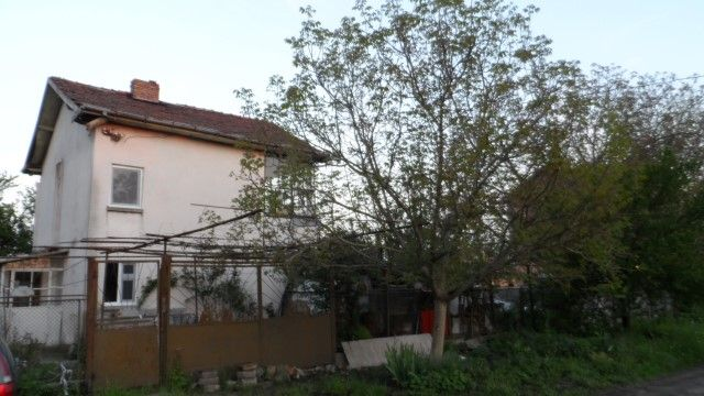 For sale a solid two-storey house in a nice village 20 km from the beach in Burgas, Minicipality of Kameno, Burgas Region