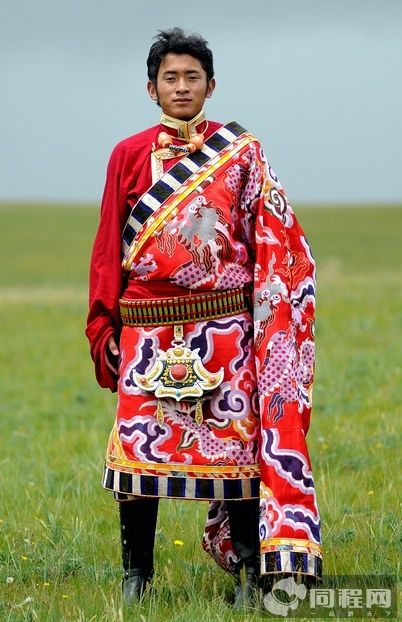 yushu tibetan traditional costumes and jewelry on