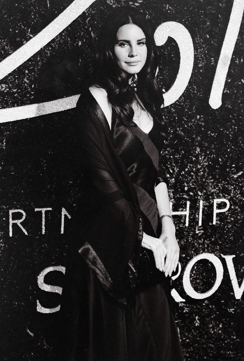 at the British Fashion Awards, London (01.12.14)