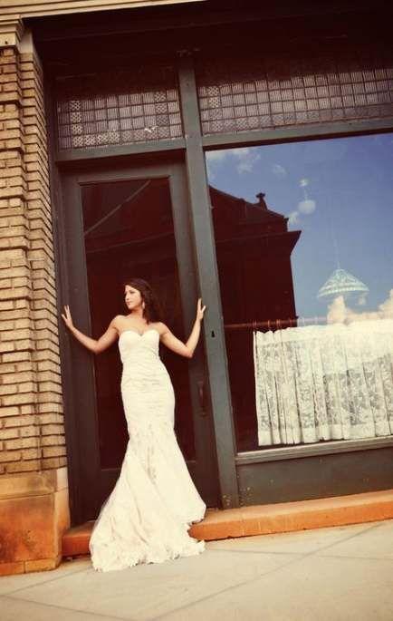 Trendy Bridal Portraits Downtown Wedding Photography Ideas #bridalportraitposes Trendy Bridal Portraits Downtown Wedding Photography Ideas #wedding #photography #bridal #bridalportraitposes
