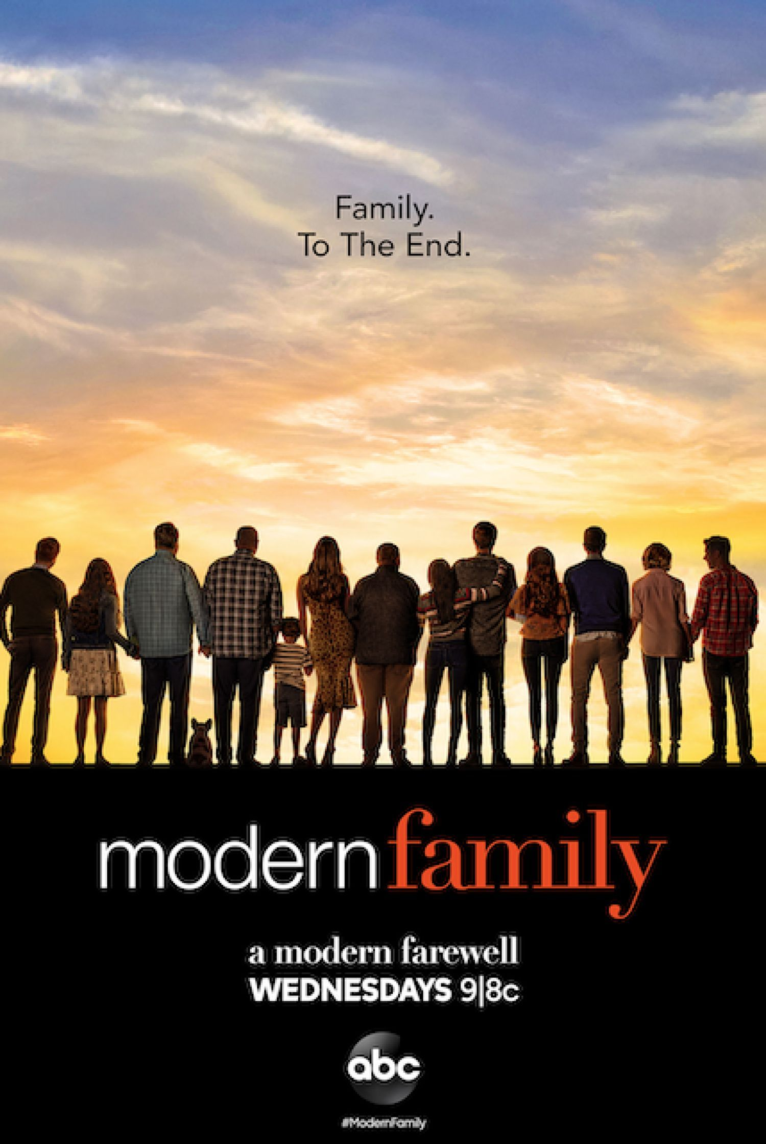 Abcs Promotional Photo For Modern Familys Final Episodes Will Tug At Your Heart Strings In 2020 Modern Family Tv Show Modern Family Modern Family Season 1