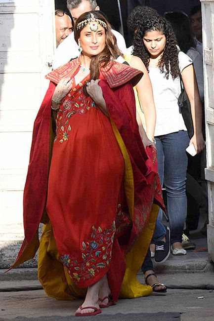 76f2a9e9270 Kareena Kapoor Khan spotted in a red cape during a shoot