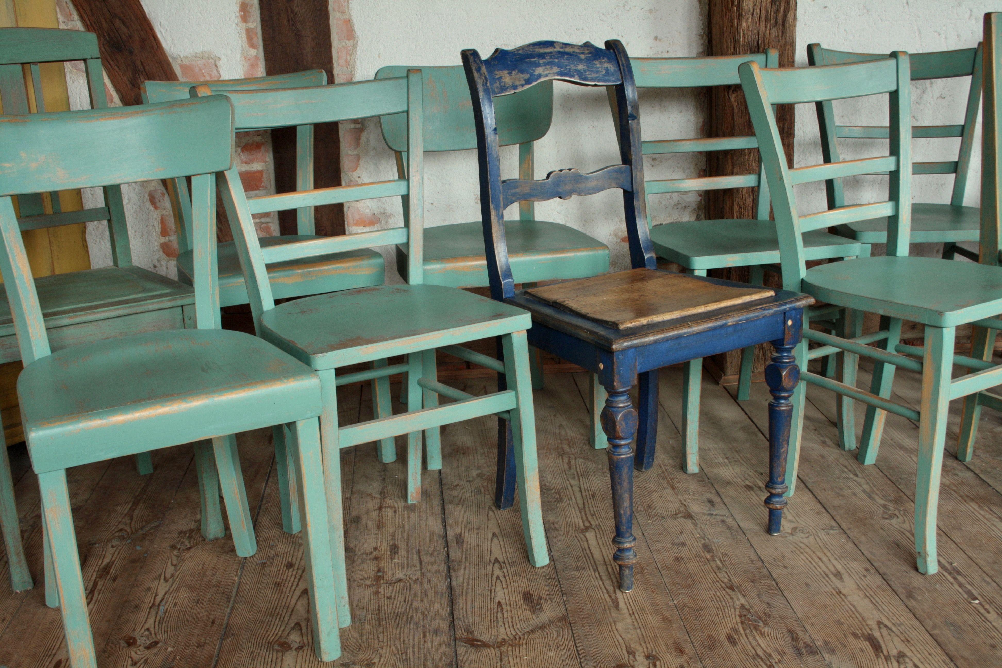 Farbige Stühle von 1900 - 1950 auch nach Ihren wünschen gestaltbar ...