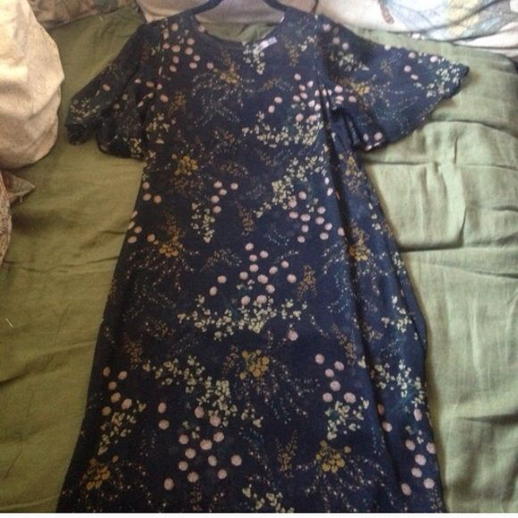 Zara Floral Sheer Midi Dress size small Zara Floral Sheer Midi Dress size small  Perfect Summer dress  Black sheer dress with golden and olive flower pattern  Pull on dress, no zippers. Keyhole opening at neck closes with button Pretty,  floaty, short sleeves. Empire waist  Measurements are . Shoulder to hem is 47 inches . Pit to Pit 18 inches. Empire waist 17 inches. Hips 19 inches across - make sure to leave room as it is meant to be flowing - best fits a 2-6 Zara Dresses Midi
