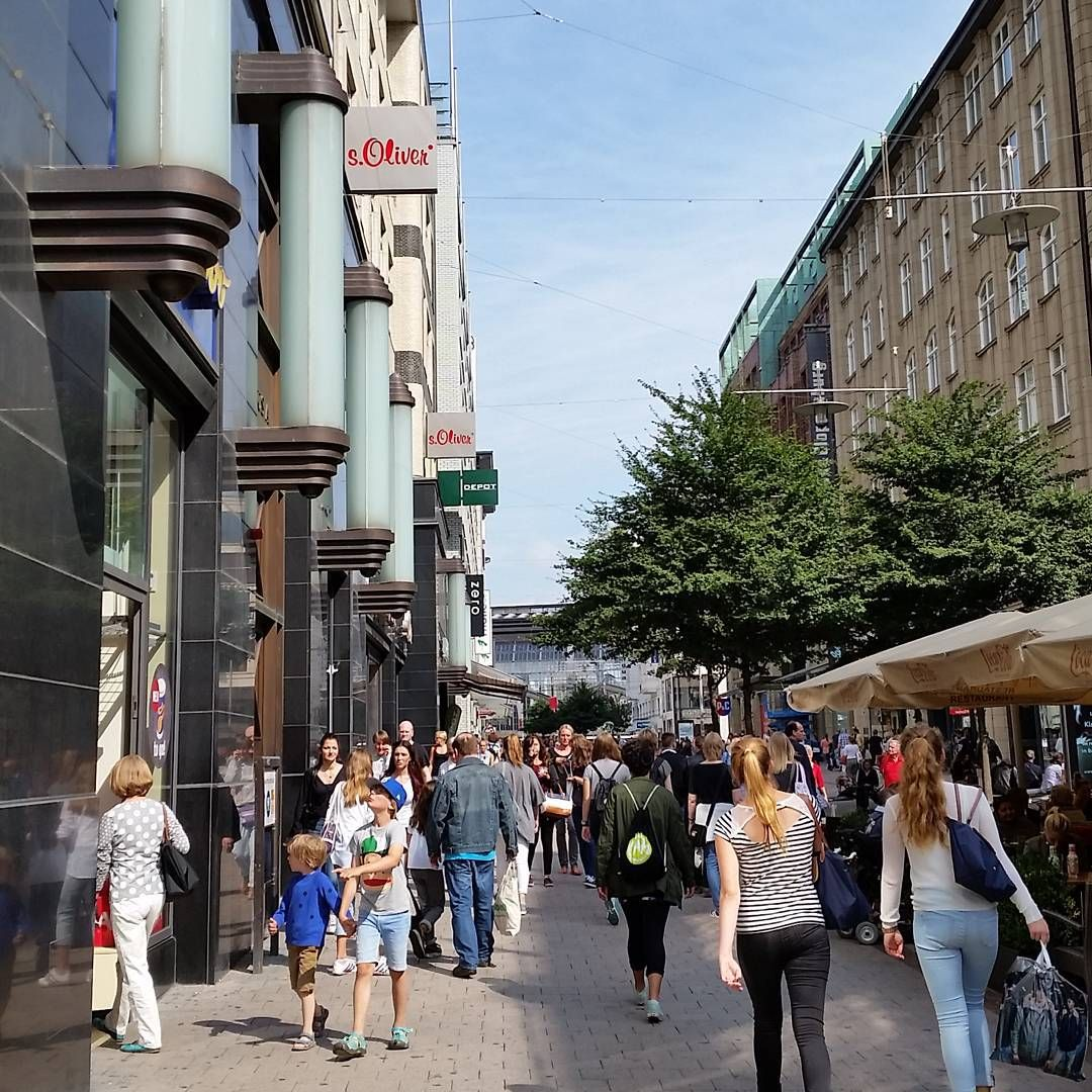 """#hamburg #mönckebergstrasse #shopping #sunnysideoflife #citytour"""