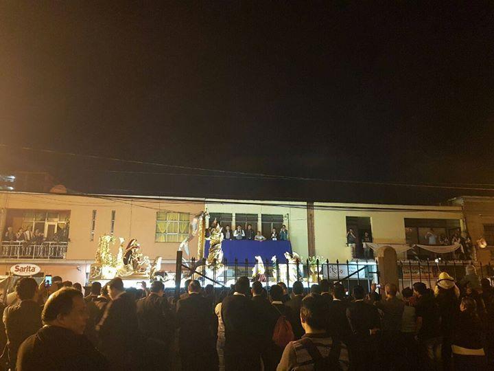 #Ahora la inmaculada concepción de catedral pasa frente a la parroquia La Merced. #RezadosEnGuatemala