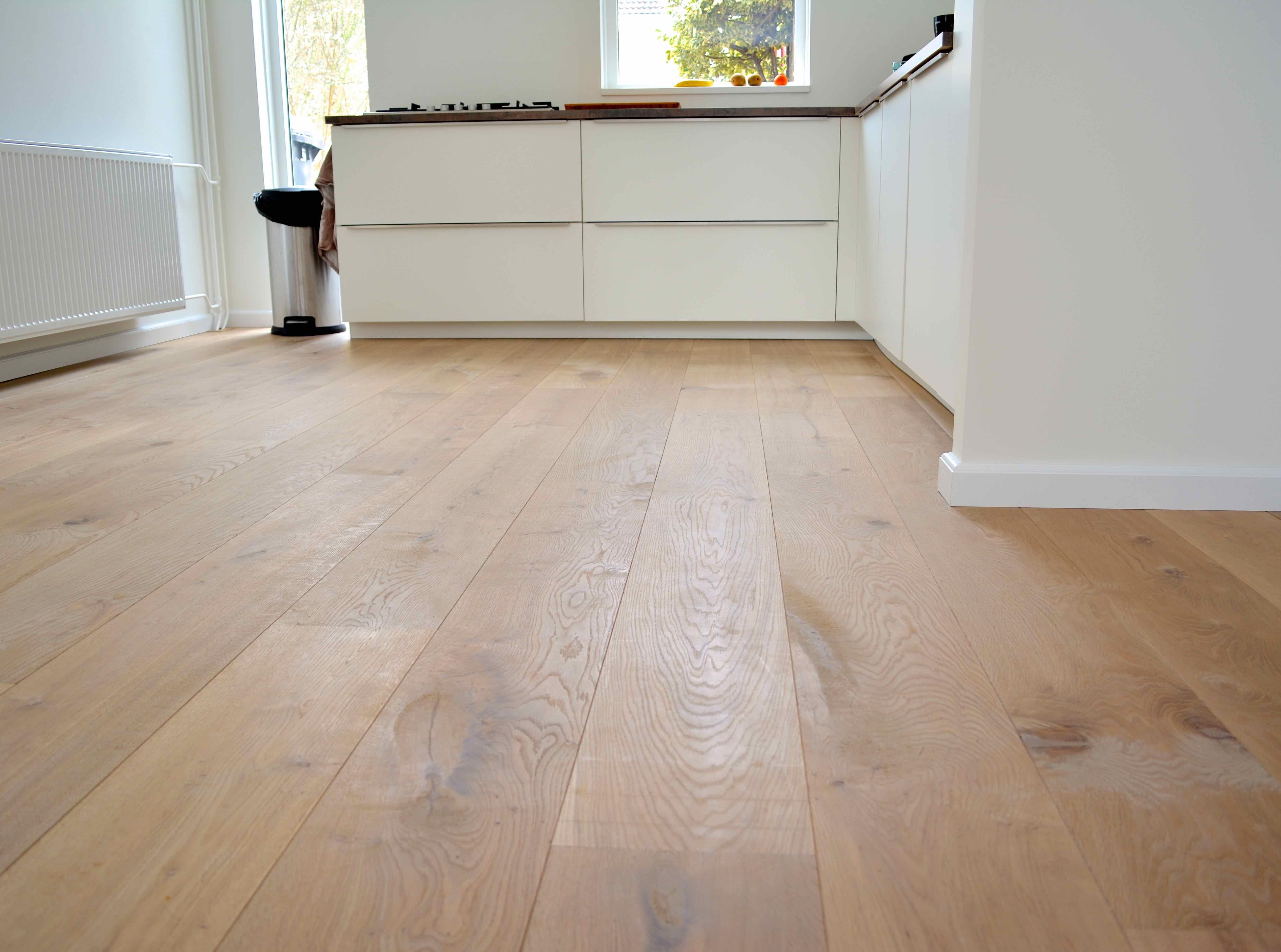 Wit dubbel gerookt eiken vloer in flooring