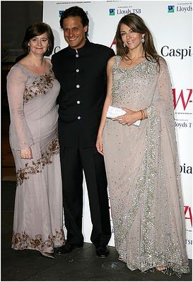Elizabeth Hurley In Sari Dresses Pictures Octovianablog Sari Dress Dresses Dress Picture