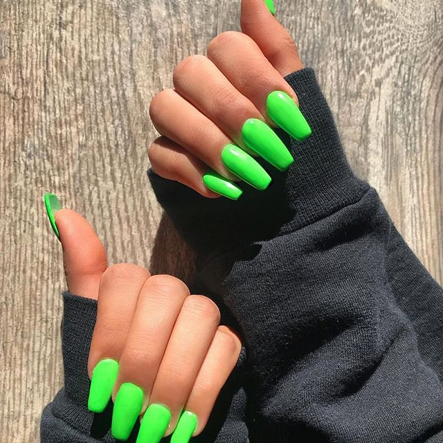 Bright green coffin nails| Long coffin acrylic nails|