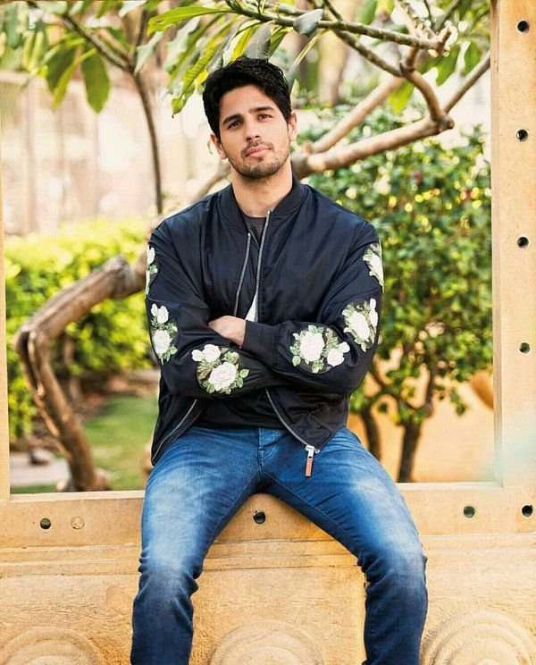 Sidharth Malhotra Hairstyles And New Look Bollywood Actors Bollywood Celebrities Celebrity Pictures