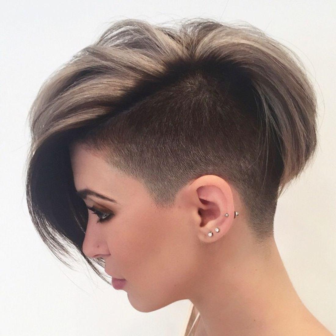 Undercut Frisuren braunes und blondes Haar, kleine Ohrringe, dunkle Schminke  Moderne Looks von ...