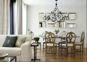 Low Hanging Chandeliers Or Pendants Over A Dining Table Create Great Ambiance When