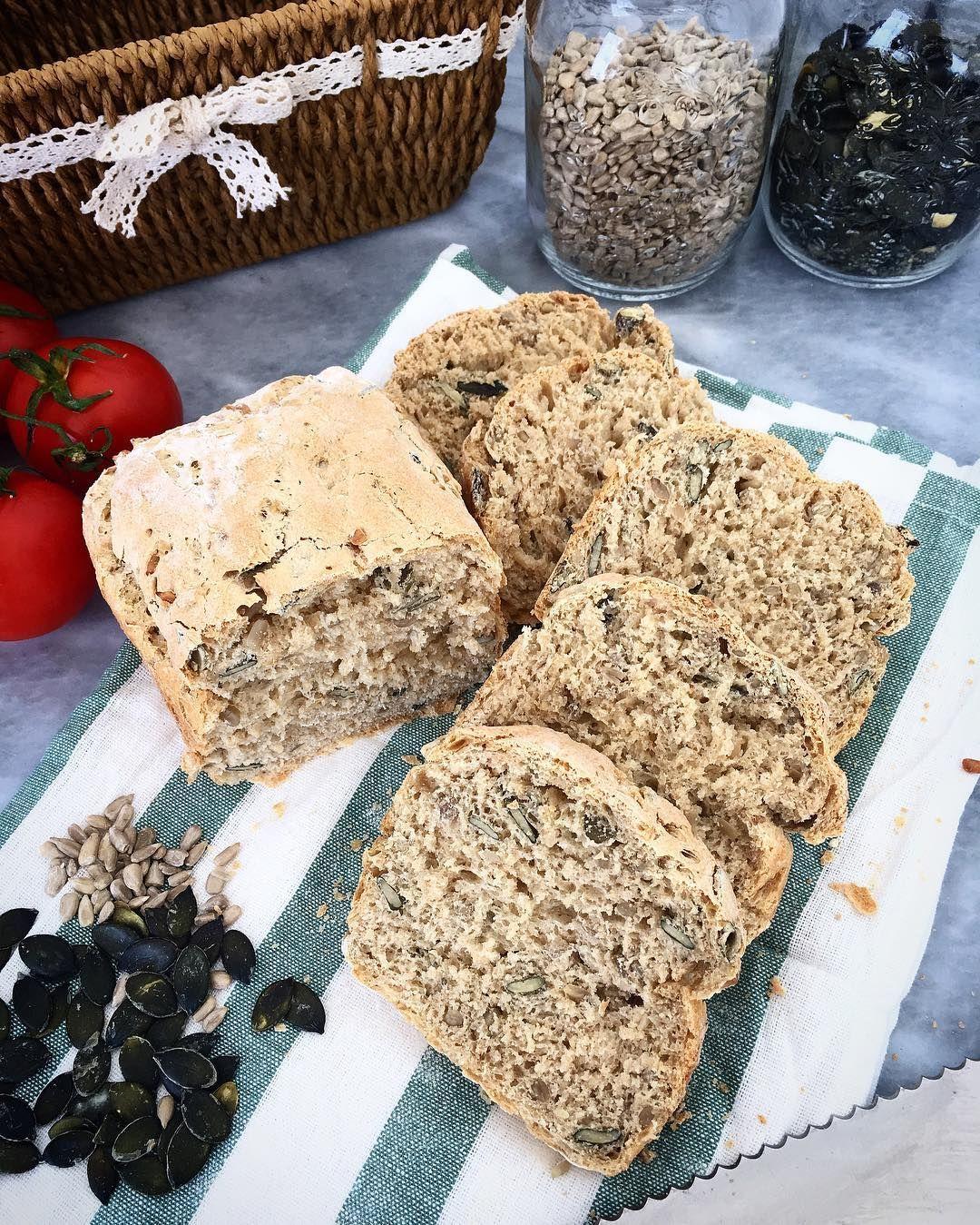 """En güzel mutfak paylaşımları için kanalımıza abone olunuz. http://www.kadinika.com Ön mayasız çekirdekli tam buğday unlu ekmekler Tarifini akşama koyarım  Bu ekmekleri sevgili """"evinde ekmek yapma gurusu"""" @damdadammm cığıma ithaf ederken sözlerimi Dostoyevski'nin Suç ve Ceza'sından şu alıntıyla tamamlamak isterim: """"Yoksa insanın bir bit olup olmadığını sorarken benim için onun bir bit olmadığını oysa böyle bir şeyi aklının ucundan bile geçirmeyenler için bunu kendi kendilerine sormayanlar…"""