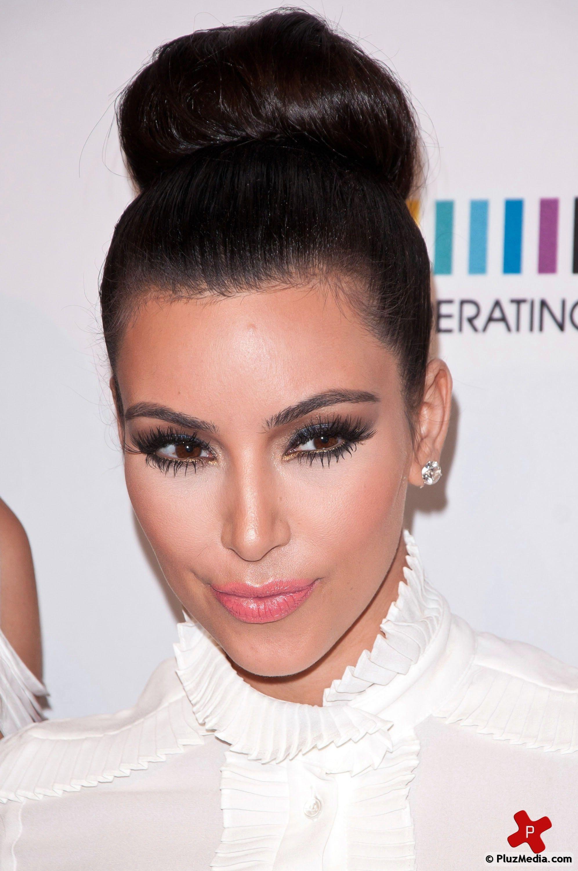 Kim Kardashian Dark Brown Shadow Gold Liner Pink Lips 3