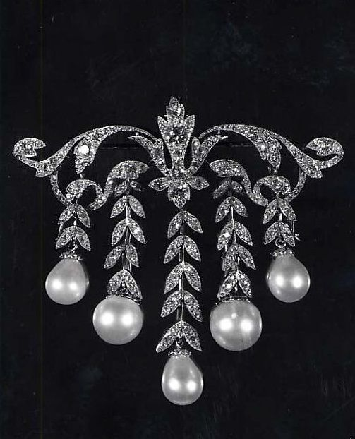 Brooch, unknown designer, American or French, ca. 1923, diamonds, pearls, gold, platinum.