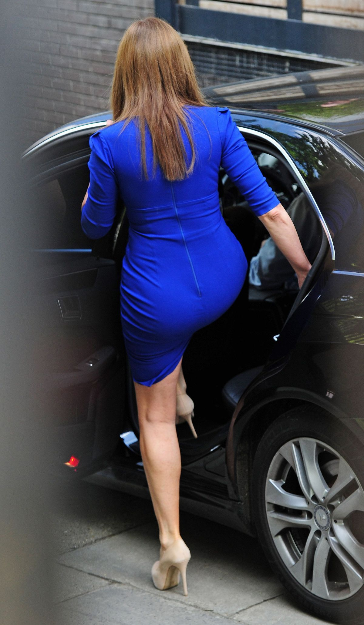 rear view of carol vorderman's beautiful blue dress. | ass