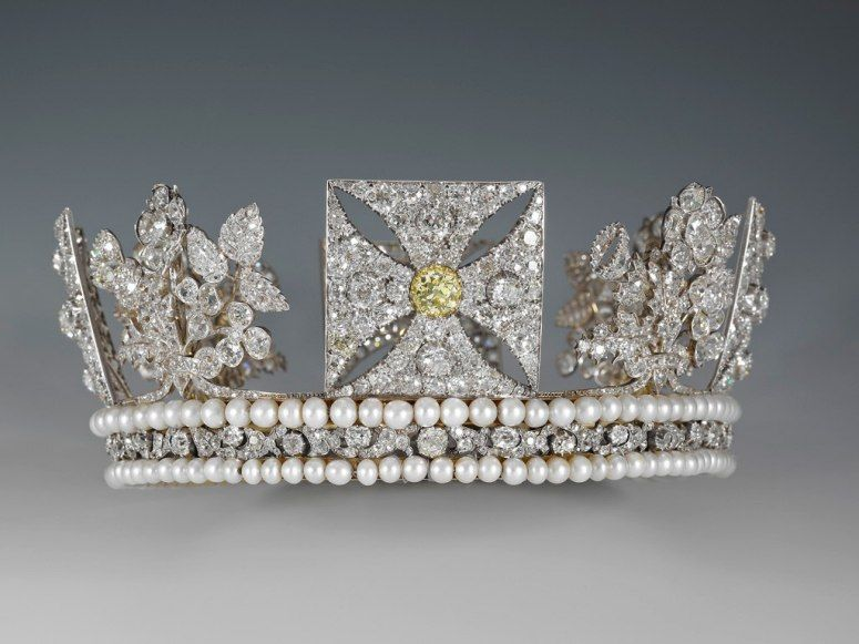 All the Queen's Bling: See Her Majesty's Jewelry on Display at Buckingham Palace : Condé Nast Traveler