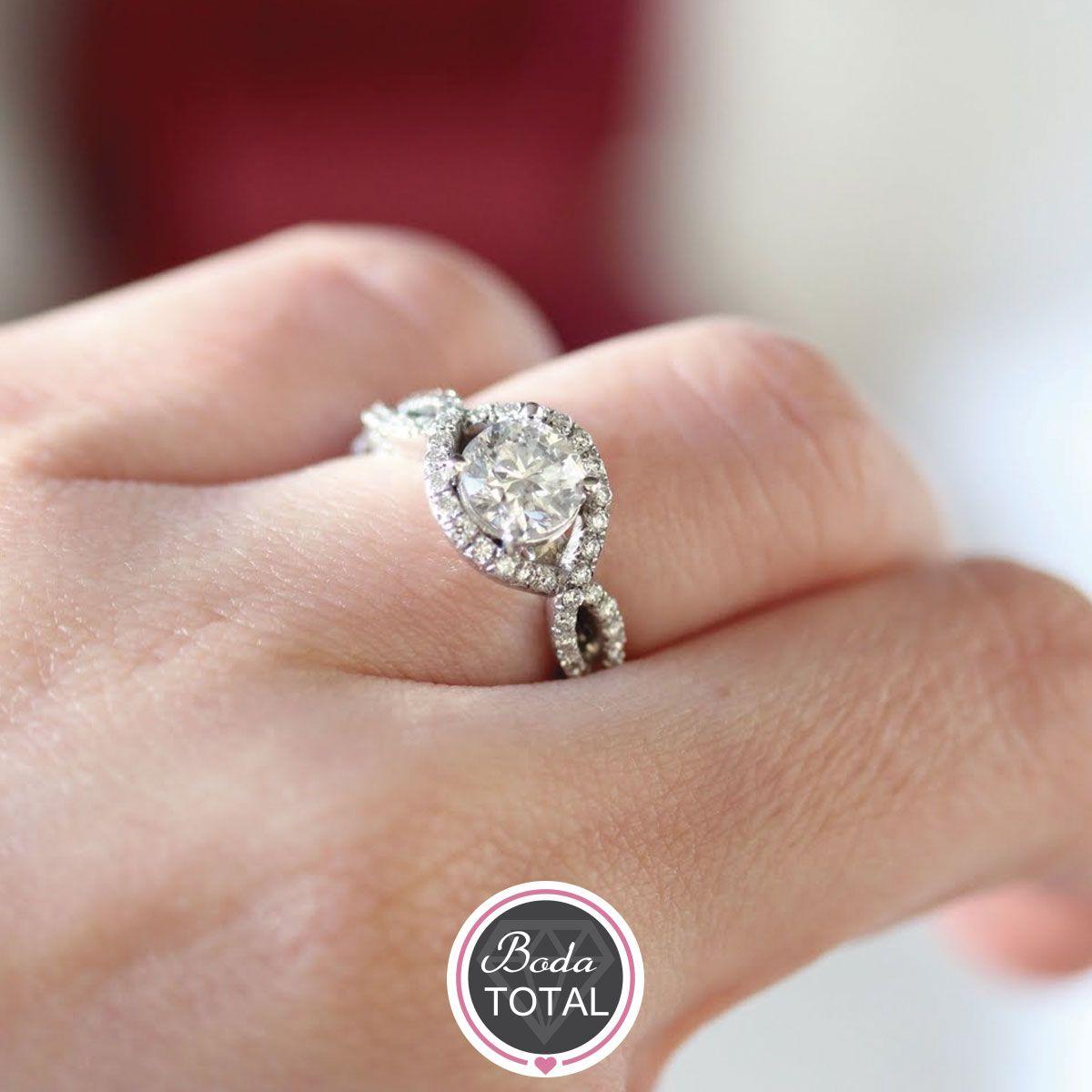 Un anillo habla mucho de la personalidad de la novia y del novio, inspírate con este #Fotogalería y encuentra ¡tu anillo ideal! #Weddingtime
