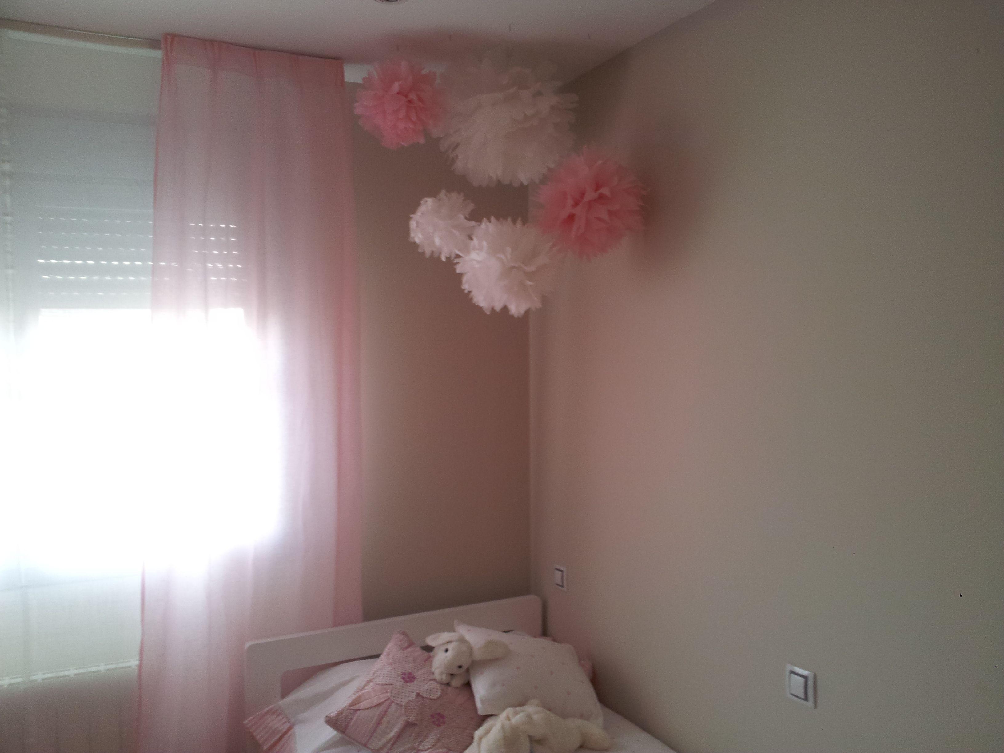 Pompones para decorar la habitación