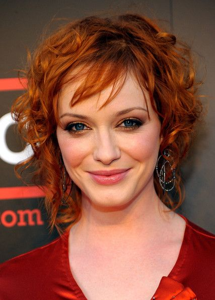 I love Christina Hendricks sexy red hair and beautiful makeup in this and in everything...