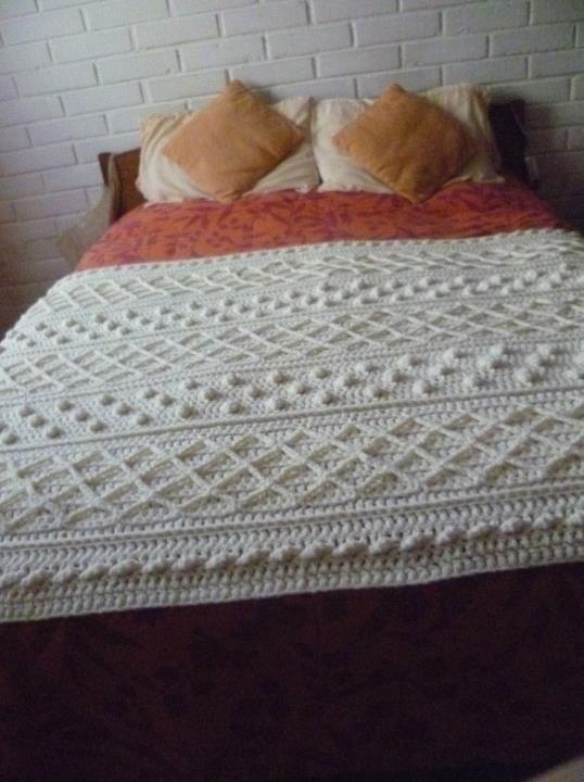 Pie de cama en crochet estilo Irlandés   Casa   Pinterest   Caps and ...