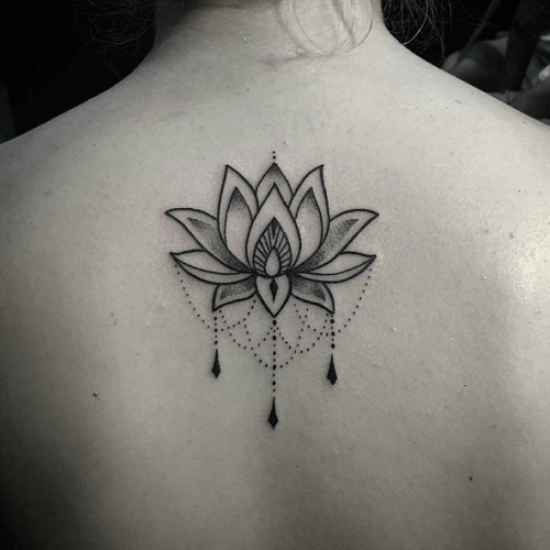 tatouage dos lotus ornemental dotwork flor de loto. Black Bedroom Furniture Sets. Home Design Ideas