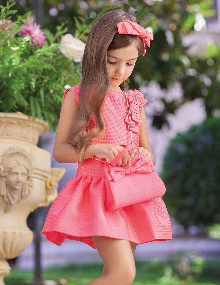 a05f59a24 Vestido de ceremonia para niña de talle bajo estampado jacquard color  coral. Detalle de lazo