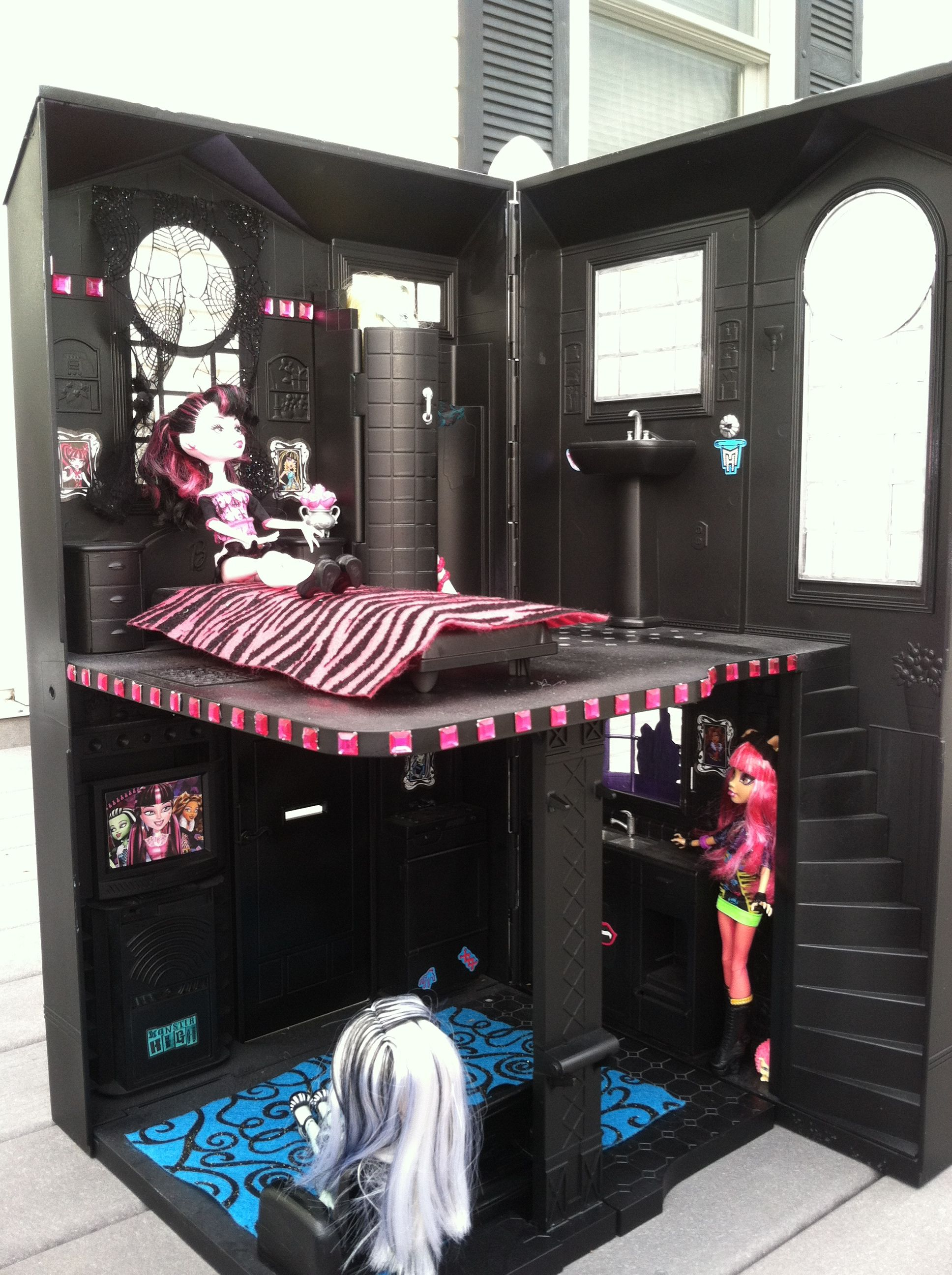 Inside my daughters monster high house my creations my creations pinterest monster high - Casa de monster high ...