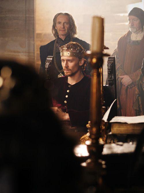 Tom Hiddleston as ♕ Henry V