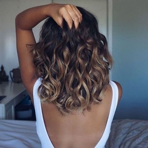 Ombre Brown Caramel Highlights For Short Shoulder Length Hair And Beach Wave Hairstyle Medium Length Curly Hair Hair Styles Curly Hair Styles