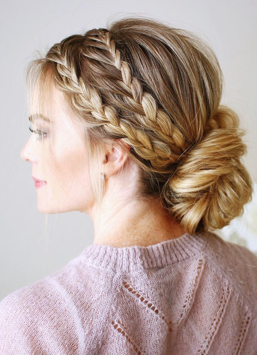 8 Halo Braid Hairstyles That Look Fresh And Elegant It Doesn T Matter If You Re Into Messy Hair Buns Headbands O In 2020 Long Hair Styles Cool Braids Beautiful Hair
