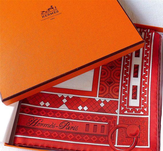 9ce5f56129 Carré Hermès Rare et Collector, Rouge Blanc, Foulard Hermès Colliers de  Chiens, Virginie Jamin, boîte d'origine, idée cadeau, envoi gratuit